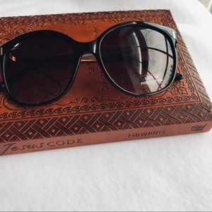 Tommy Hilfiger Accessories - Tommy Hilfiger Sunglasses 😎